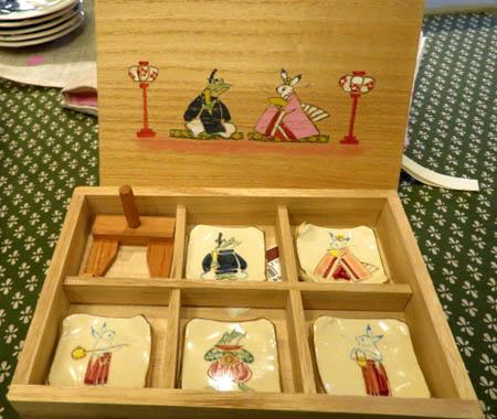 0212陶泉窯 お雛さま箸置き