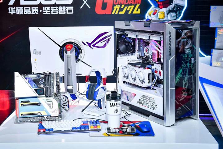 ASUS_ROG_Gundam_01.jpg