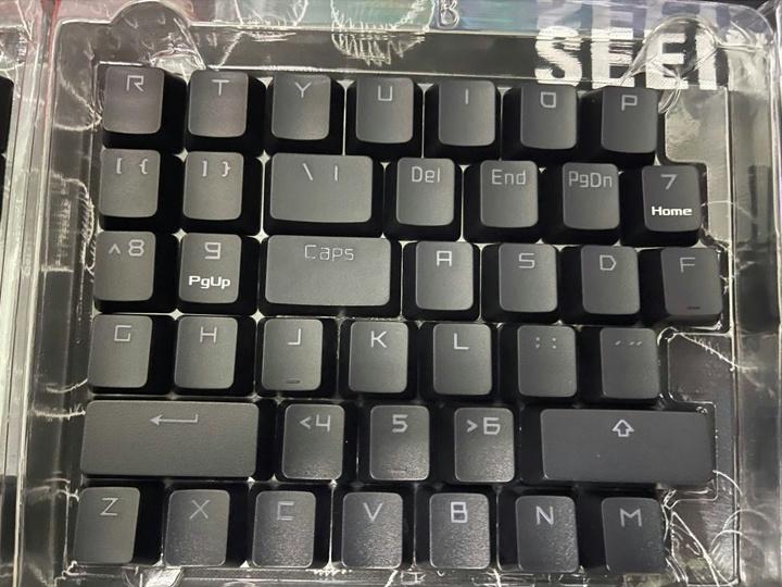 ASUS_ROG_PBT_Keycap_Set_03.jpg