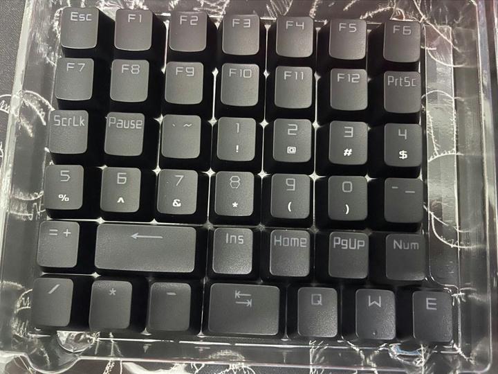 ASUS_ROG_PBT_Keycap_Set_04.jpg