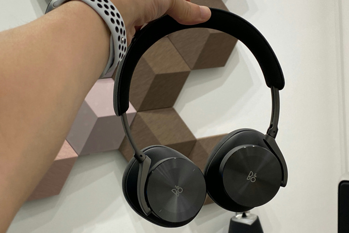 Bang_and_Olufsen_Beoplay_H95_05.jpg