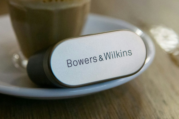 Bowers_and_Wilkins_PI7_02.jpg
