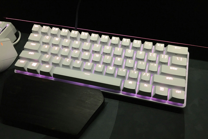 Compact_Gaming_Mechanical_Keyboard_02.jpg