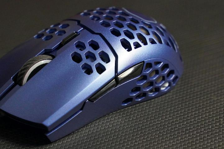 Cooler_Master_MM711_Metallic_Blue_Edition_05.jpg