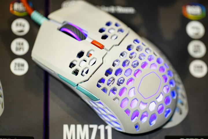 Cooler_Master_MM711_Retro_02.jpg