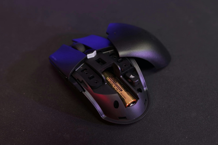 Corsair_KATAR_PRO_Wireless_07.jpg