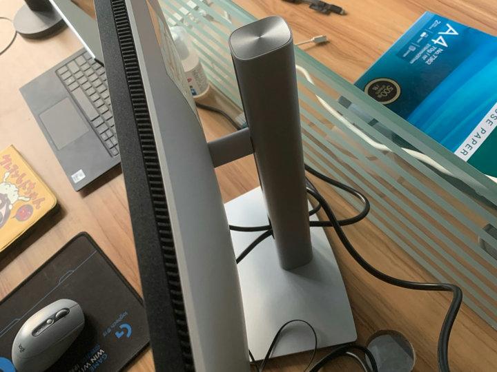Dell_U2421E_05.jpg