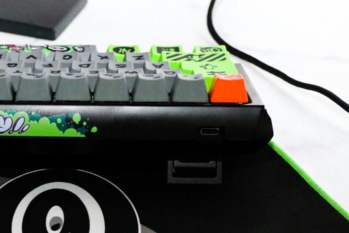 Ducky_Wireless_Mechanical_Keyboard_03.jpg
