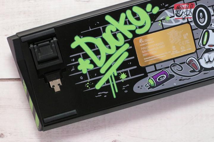 Ducky_Wireless_Mechanical_Keyboard_05.jpg