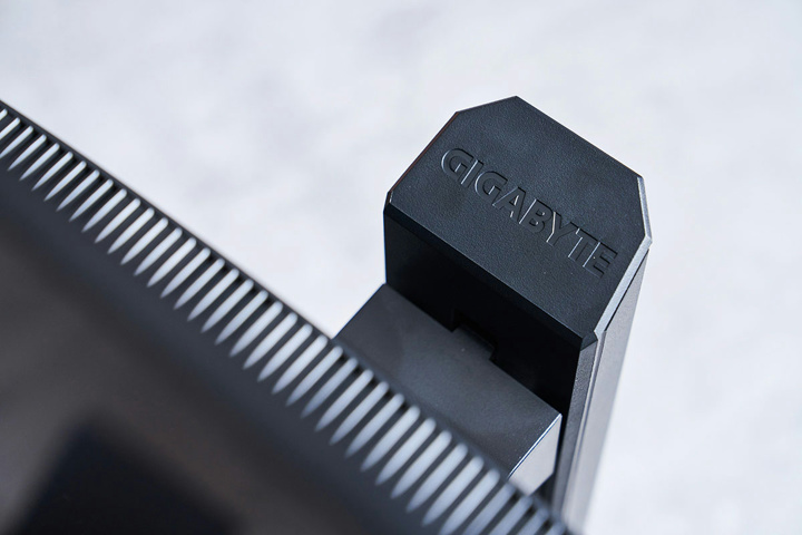 GIGABYTE_G32QC_13.jpg