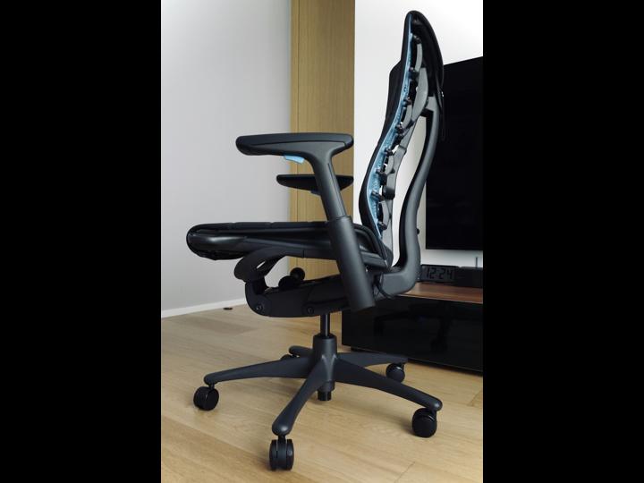 Herman_Miller_Embody_Gaming_Chair_04.jpg