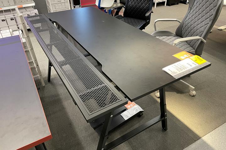IKEA_UTESPELARE_Gaming_Desk_01.jpg