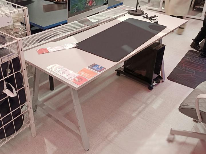 IKEA_UTESPELARE_Gaming_Desk_02.jpg