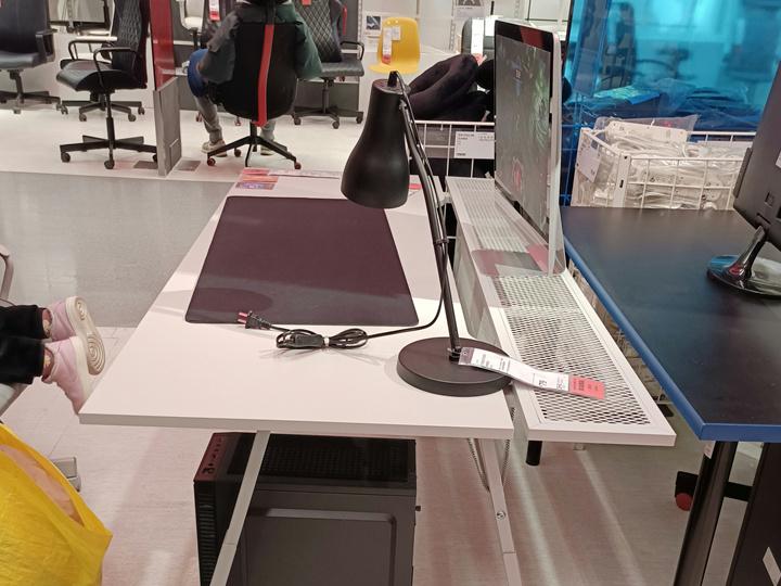 IKEA_UTESPELARE_Gaming_Desk_03.jpg