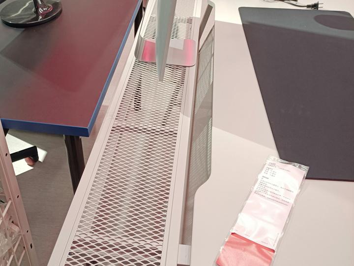 IKEA_UTESPELARE_Gaming_Desk_04.jpg