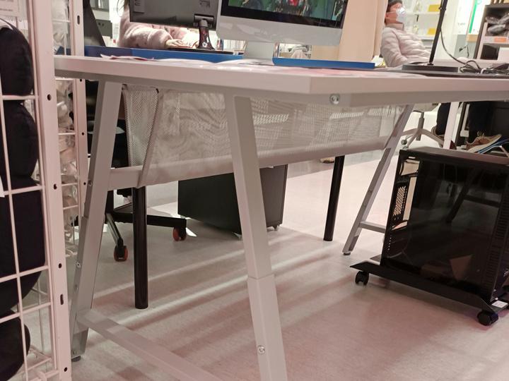 IKEA_UTESPELARE_Gaming_Desk_06.jpg