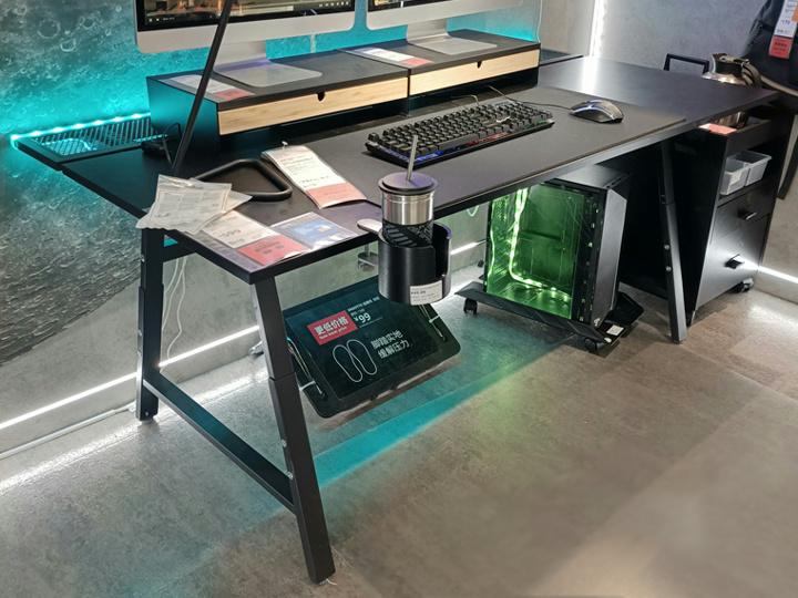 IKEA_UTESPELARE_Gaming_Desk_07.jpg