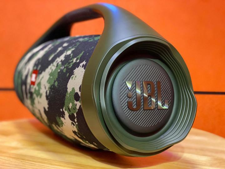 JBL_BOOMBOX_2_03.jpg