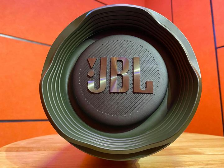 JBL_BOOMBOX_2_05.jpg