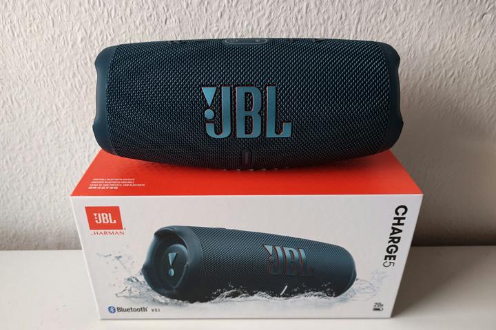 JBL_CHARGE5_07.jpg