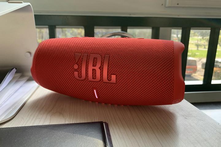 JBL_CHARGE5_16.jpg