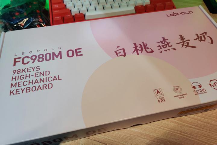 Leopold_FC980M_OE_Pink-White_02.jpg