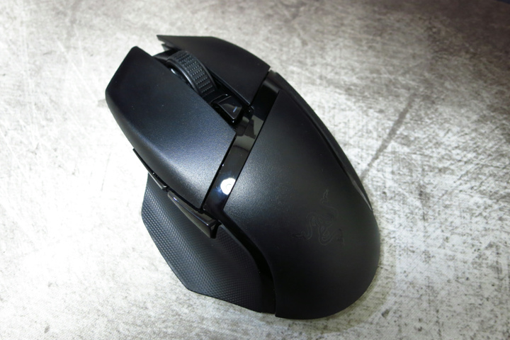 Light_Weight_Wireless_Gaming_Mouse_05.jpg