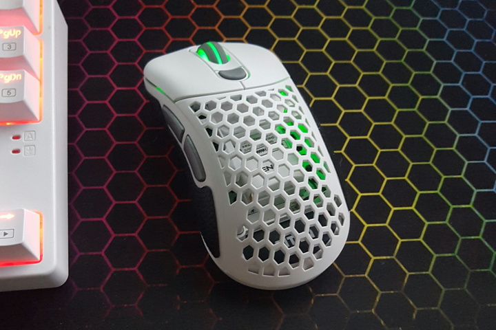 Light_Weight_Wireless_Gaming_Mouse_07.jpg