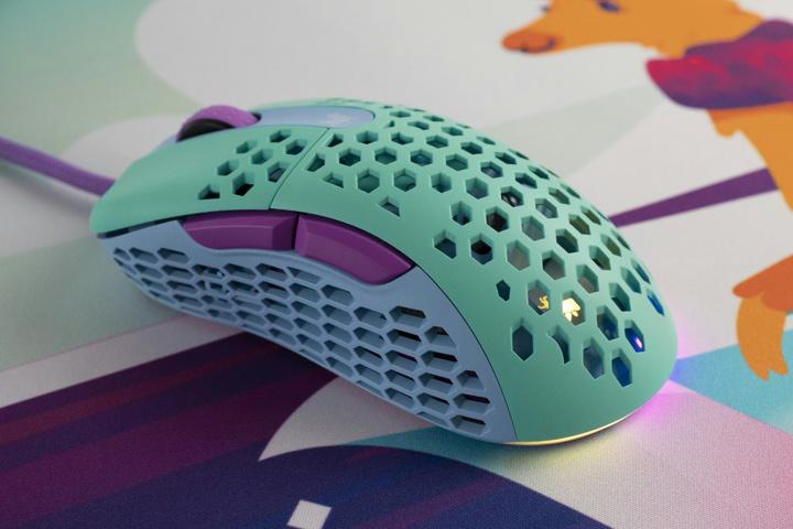 MechanicalKeyboards_com_Frozen_Llama_Mouse_04.jpg