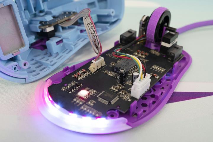 MechanicalKeyboards_com_Frozen_Llama_Mouse_06.jpg