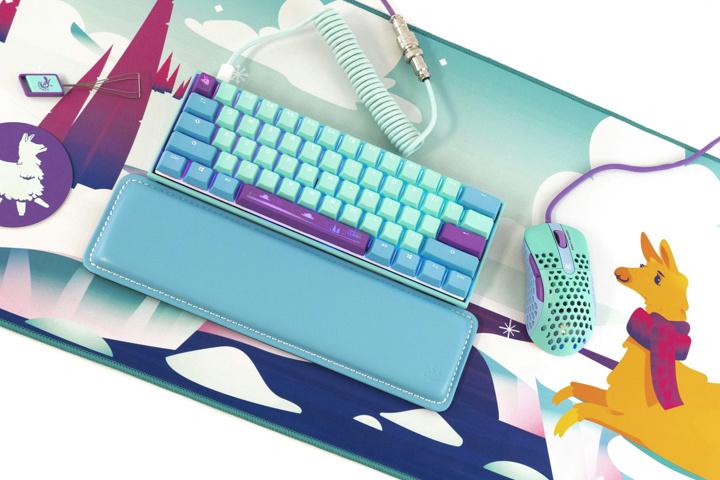 MechanicalKeyboards_com_Frozen_Llama_Mouse_07.jpg