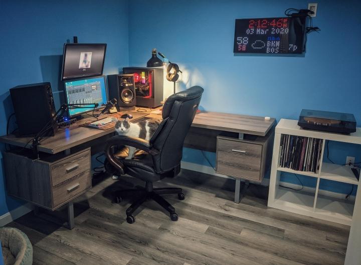 PC_Desk_Cat_26.jpg