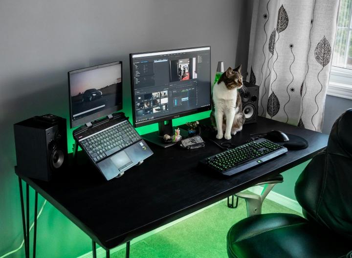 PC_Desk_Cat_31.jpg