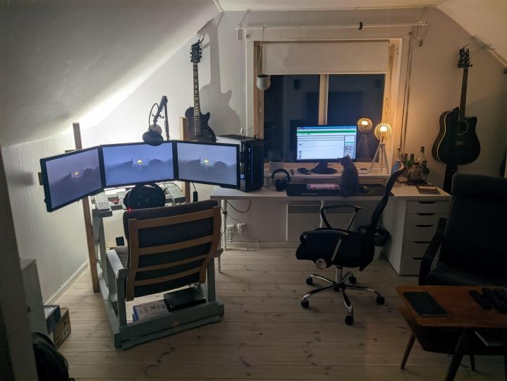 PC_Desk_Cat_42.jpg