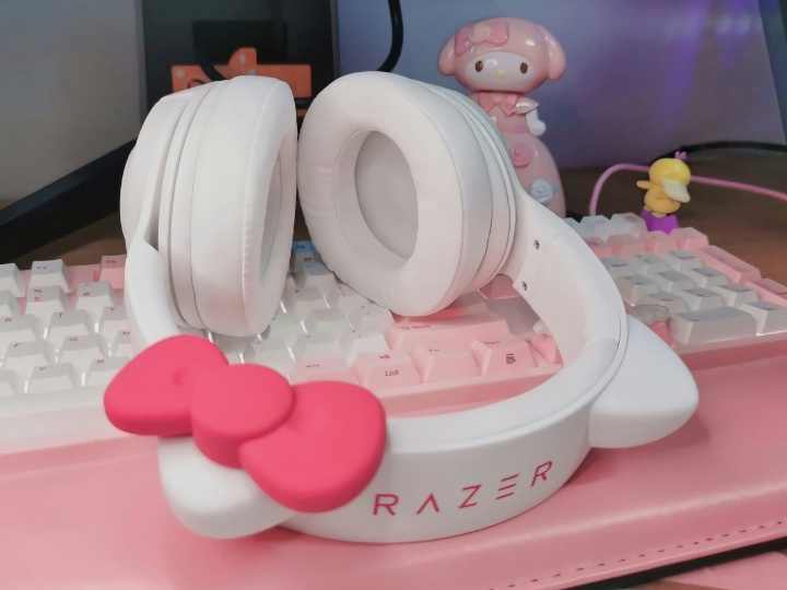 Razer_Kraken_BT_Kitty_Edition_Hello_Kitty_05.jpg