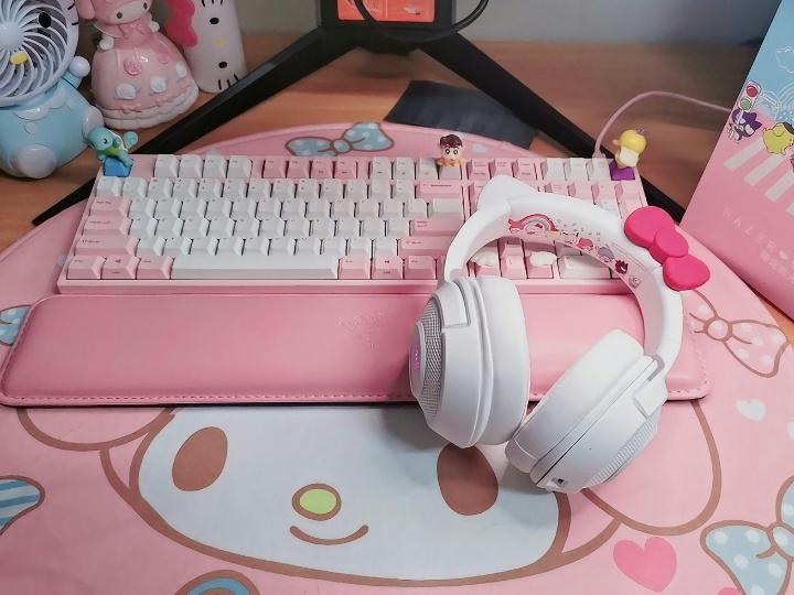 Razer_Kraken_BT_Kitty_Edition_Hello_Kitty_09.jpg