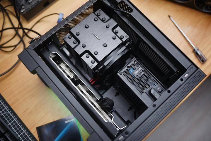Razer_Tomahawk_Mini-ITX_16.jpg