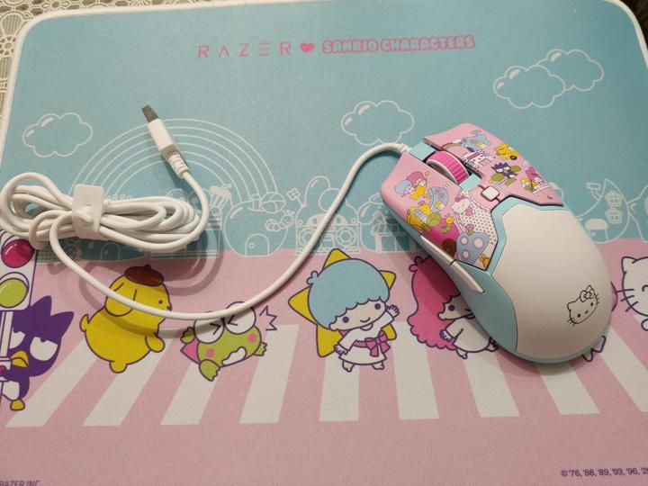 Razer_Viper_Mini_Hello_Kitty_04.jpg