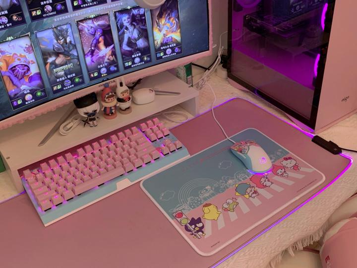 Razer_Viper_Mini_Hello_Kitty_08.jpg