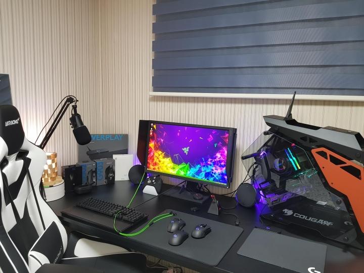 Show_Your_PC_Desk_Part200_21.jpg