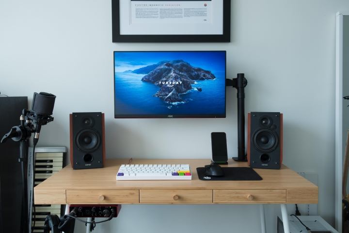 Show_Your_PC_Desk_Part200_22.jpg