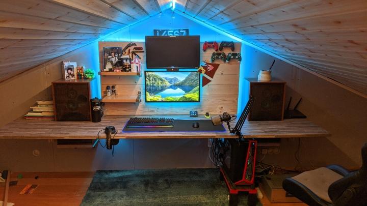 Show_Your_PC_Desk_Part200_26.jpg