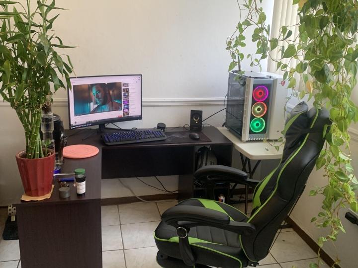 Show_Your_PC_Desk_Part200_61.jpg