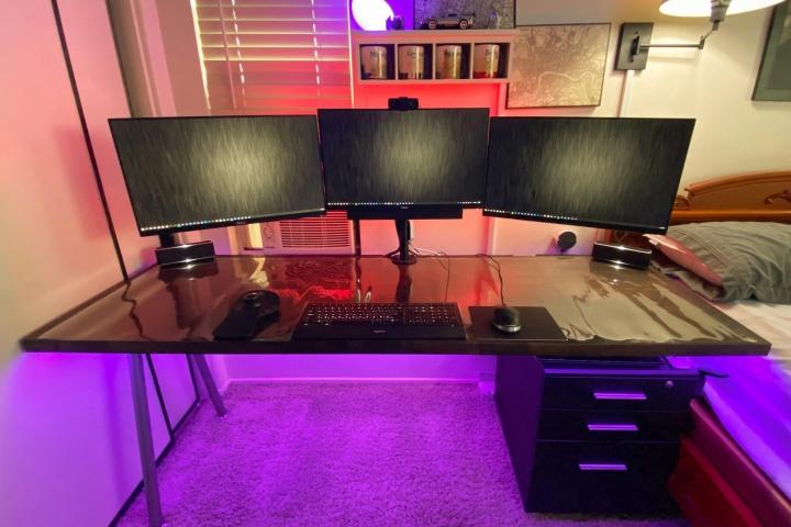Show_Your_PC_Desk_Part202_01.jpg