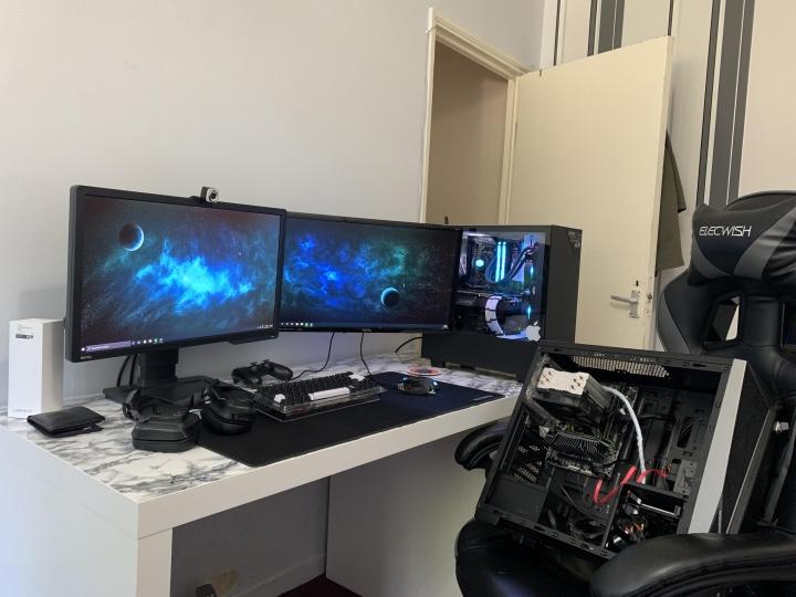 Show_Your_PC_Desk_Part202_02.jpg