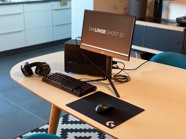 Show_Your_PC_Desk_Part202_04.jpg