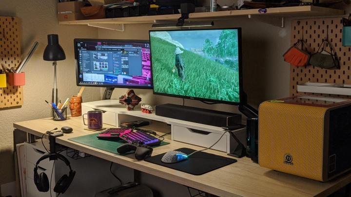 Show_Your_PC_Desk_Part202_20.jpg