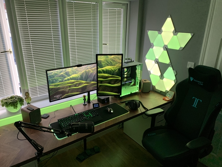 Show_Your_PC_Desk_Part202_34.jpg