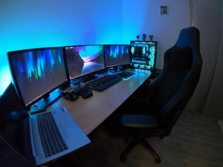 Show_Your_PC_Desk_Part202_86.jpg