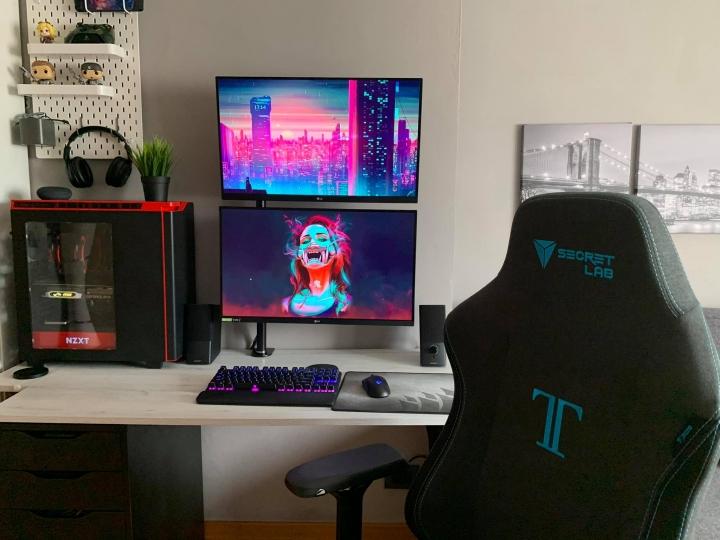 Show_Your_PC_Desk_Part203_03.jpg